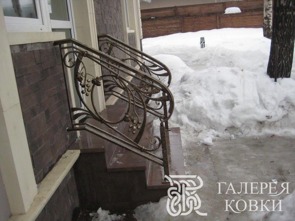 Кованые ограждения для лестницы на улице