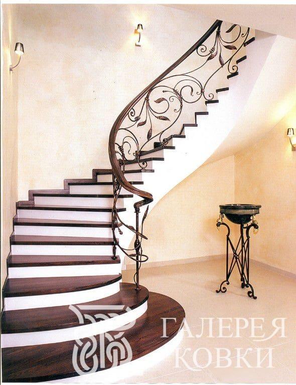 лестница на второй этаж ковка фото