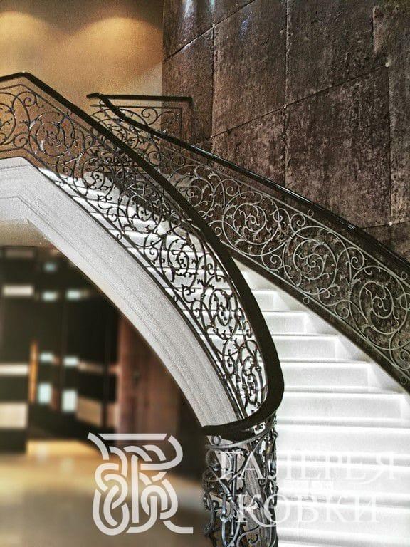 кованые ограды для лестницы москва цена