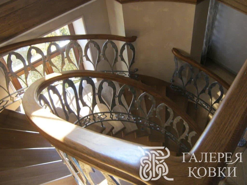 плавная кованая лестница фото