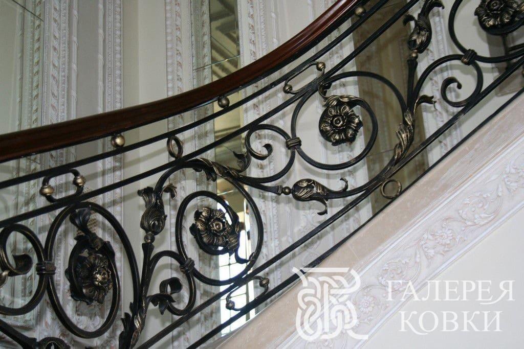классический стиль кованые перила фото