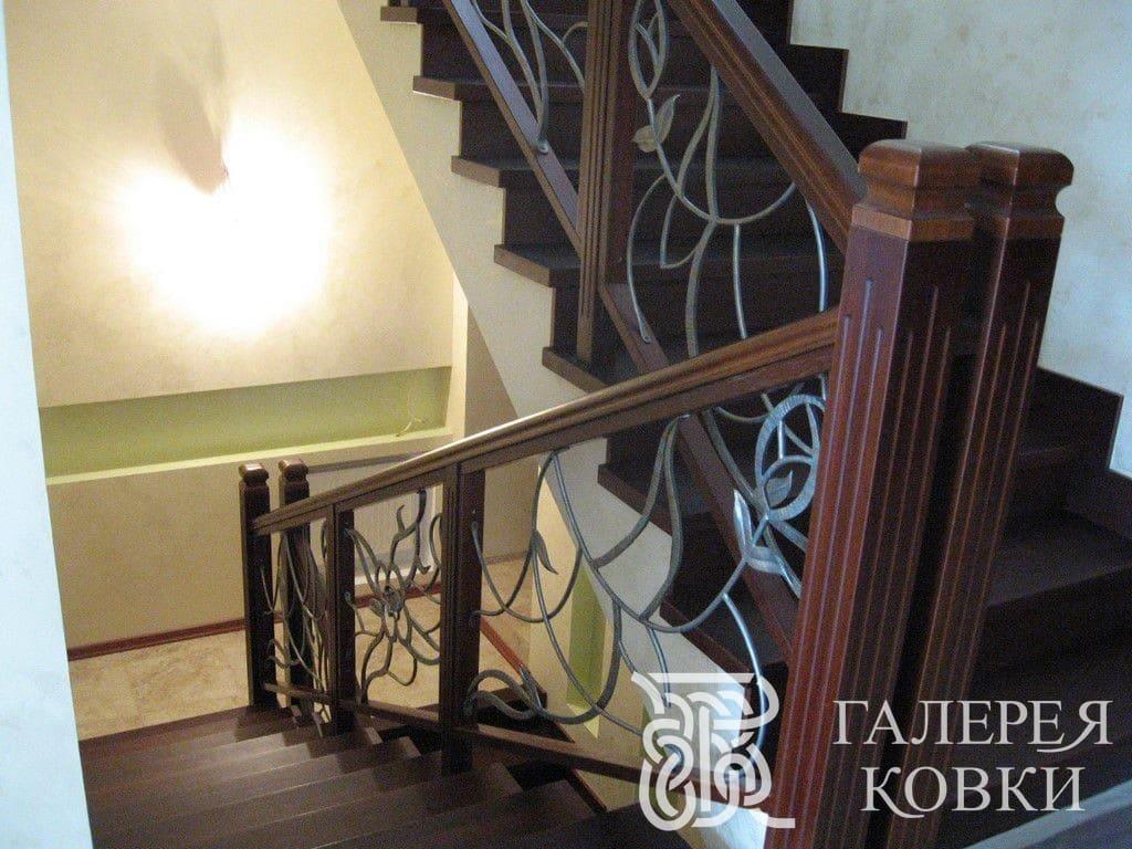 Кованые перила для многопролётной лестницы
