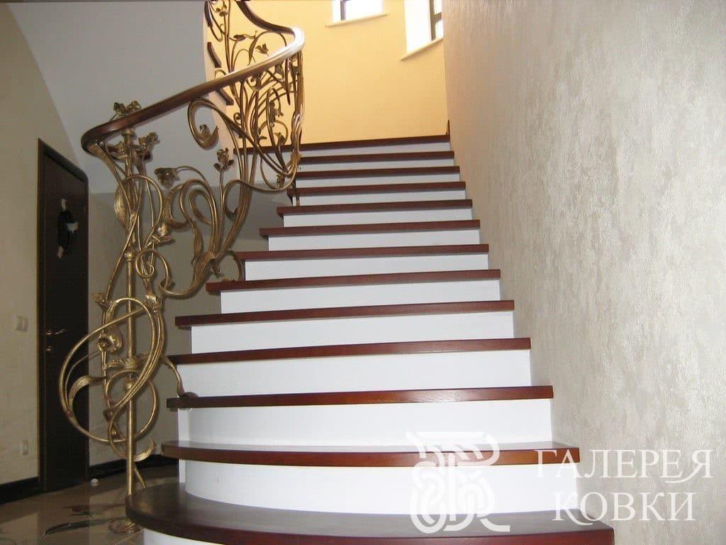 красивые кованые лестницы внутри дома