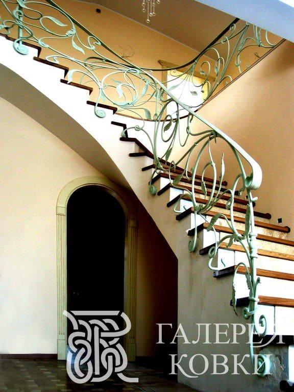 лёгкое кованое ограждение лестницы фото