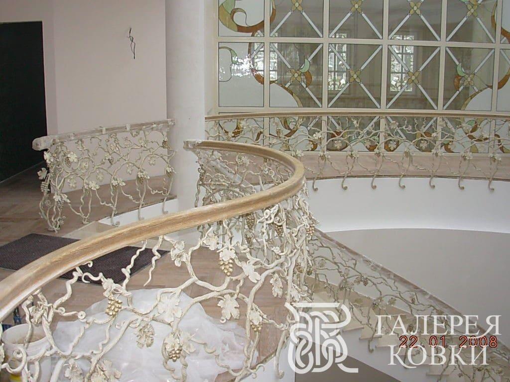 красивые кованые перила для лестницы