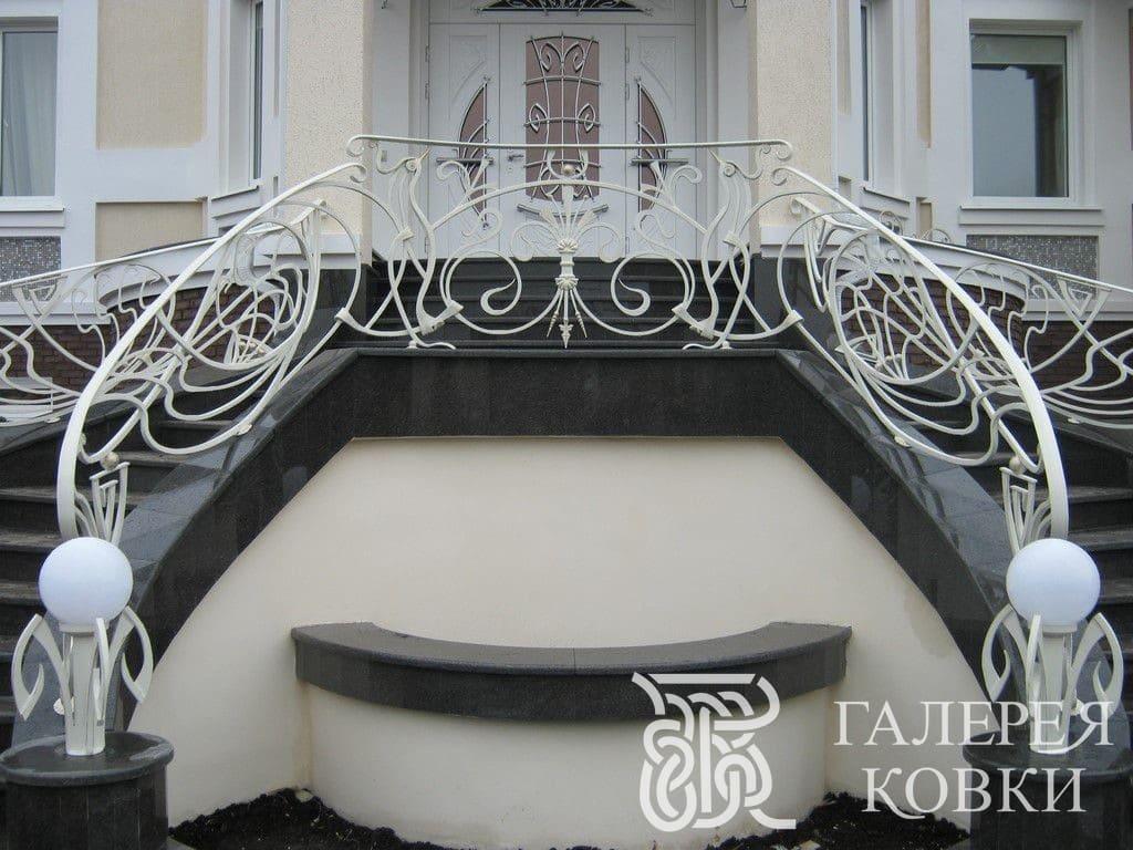 Кованые перила на заказ для лестницы на второй этаж
