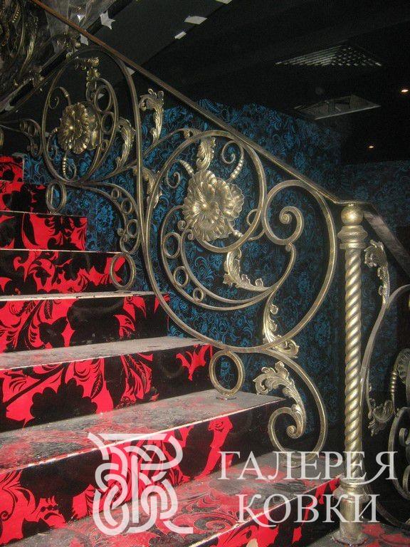 кованые перила для лестницы в классическом стиле