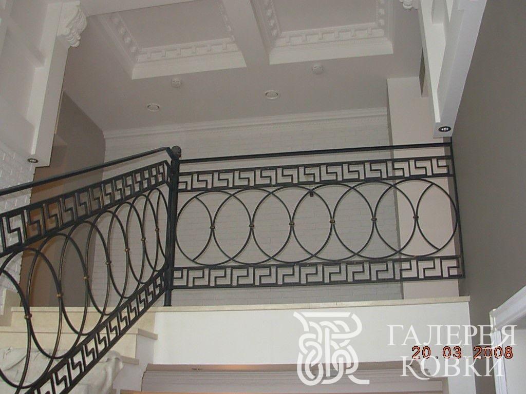 кованая лестница в готическом стиле фото